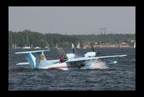 На повороте фордевинд в воде оказались четыре члена экипажа.