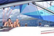 Учебная яхта под спинакером